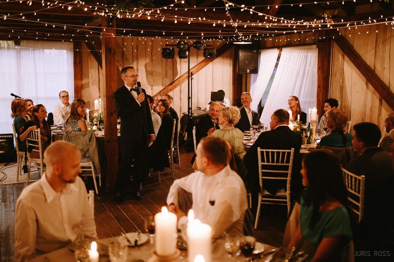 viesu apsveikumi kāzās