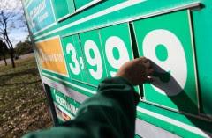 Placa de posto de gasolina informando valor do óleo diesel