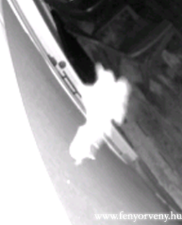 Titokzatos fénylényt rögzített egy kamera - Videó!