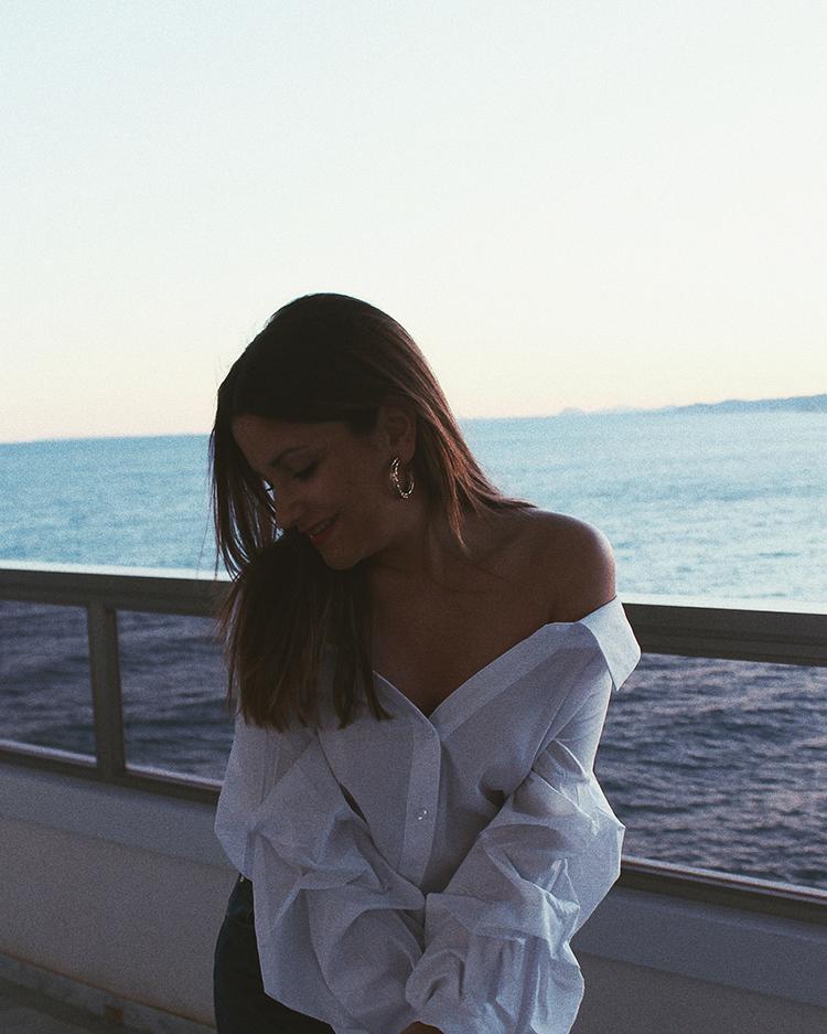 look camisa blanca hombros descubiertos moda