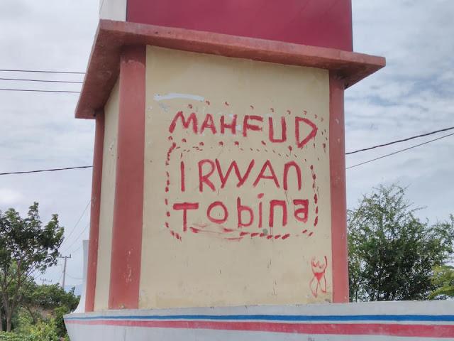 vandalisme gerbang timur di kota majene