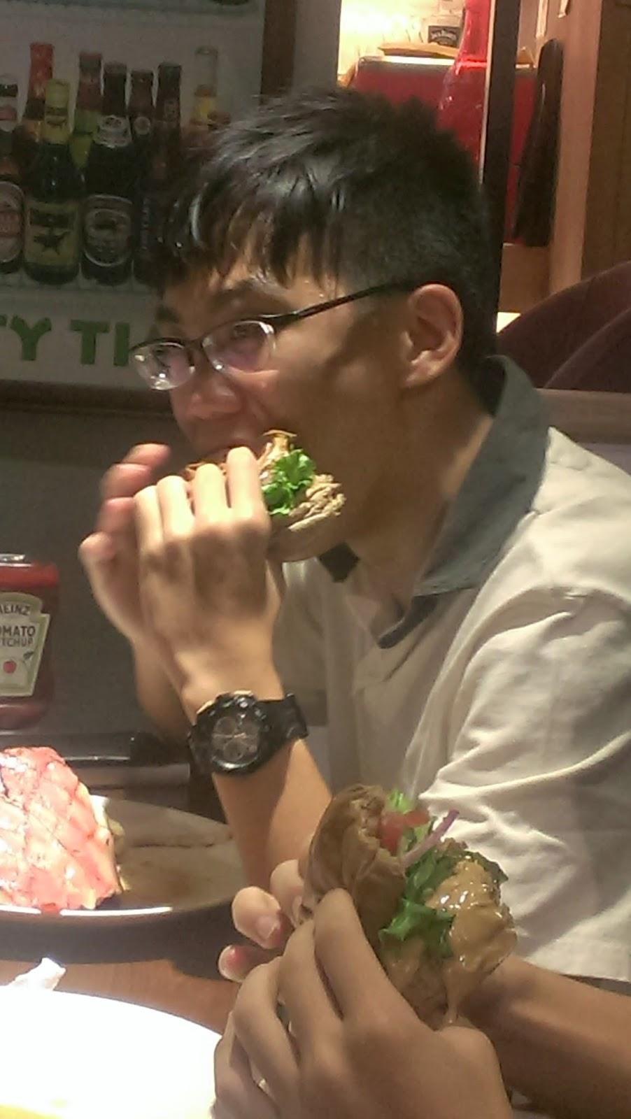 2014 07 27+18.38.28 - [食記] Bravo Burger 發福廚房 - 大口咬下美式漢堡,滿滿的熱量,滿滿幸福!