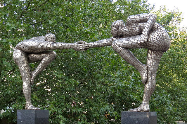 Cross the Divide by Rick Kirby, St Thomas' Hospital, Lambeth, London