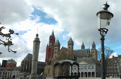 Vrijthof, the main square of the city of Maastricht, the birthplace of the EU, where this blog is written. © oy0.org 201