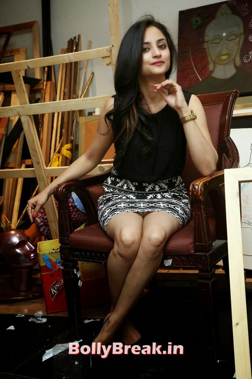 Actress Madirakshi Images, Actress Madirakshi Hot Pics in Skirt & Black Top