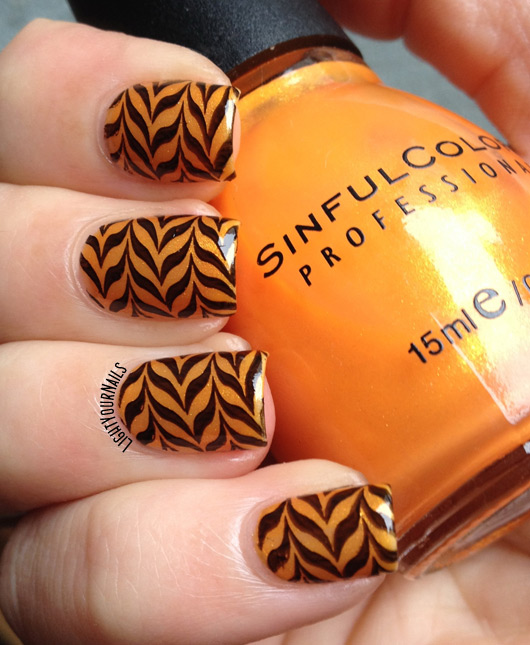 Orange and black Halloween stamped marble #nailart #halloween #stamping #watermarble #nails #unghie #lightyournails