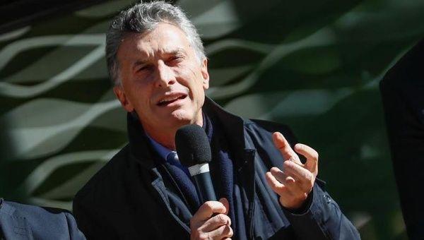 Gobierno argentino toma dinero de jubilaciones para financiarse