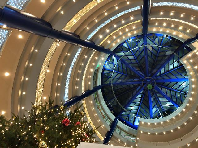 都筑区・センター南駅の冬のライトアップが今年から変更!シャンパンゴールドで鮮やかな光景に