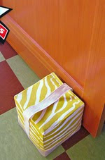 http://translate.googleusercontent.com/translate_c?depth=1&hl=es&rurl=translate.google.es&sl=ru&tl=es&u=http://www.sew4home.com/projects/fabric-art-accents/weighted-door-stop-cube&usg=ALkJrhhUTz1Az1mD5FkpXWuZSgGoNuCN5A