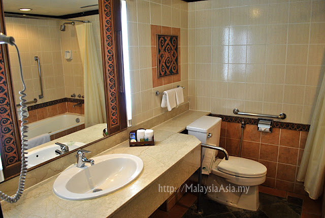 Damai Beach Resort Toilet Photo