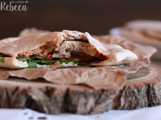Pan de pita relleno