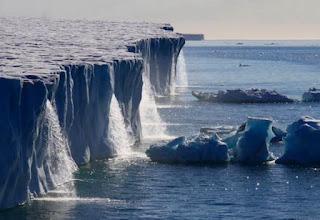 Air terjun Glacier di Svalbard, Norwegia