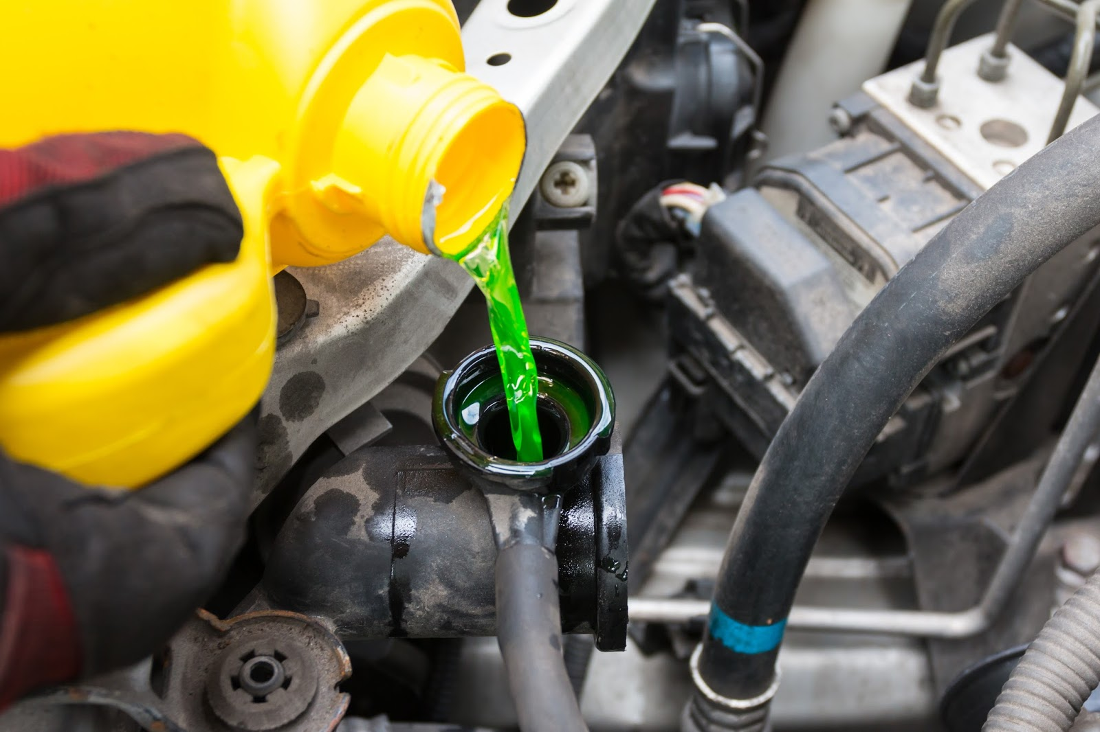 DNG NAPA Auto Parts: When Should Automotive Engine Coolant Be Replaced?