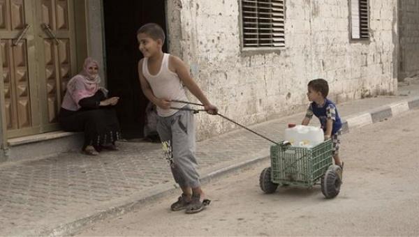 Israel castiga a palestinos con racionamiento de su propia agua