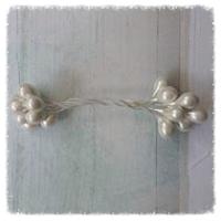 http://www.foamiran.pl/pl/p/Preciki-do-kwiatow-na-druciku-biale/378