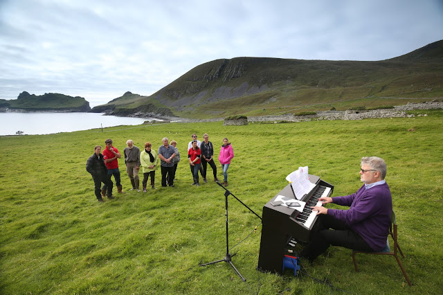 Sir James MacMillan performing on St Kilda - photo credit James Glossop