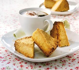 Polenta cake with almonds recipe