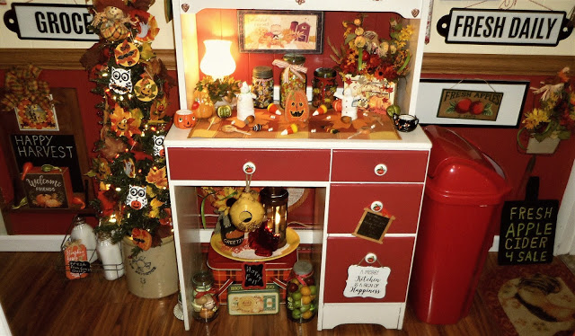 Fall/Halloween Hutch in the Kitchen 2019