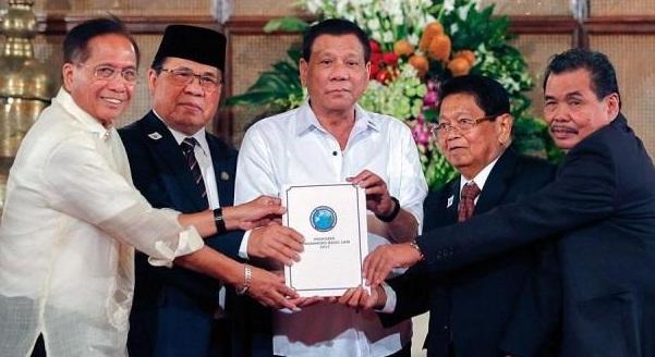 Presiden Filipina Mengaku Islam