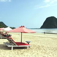 pantai pulau merah - Referensi Tempat Wisata di Banyuwangi