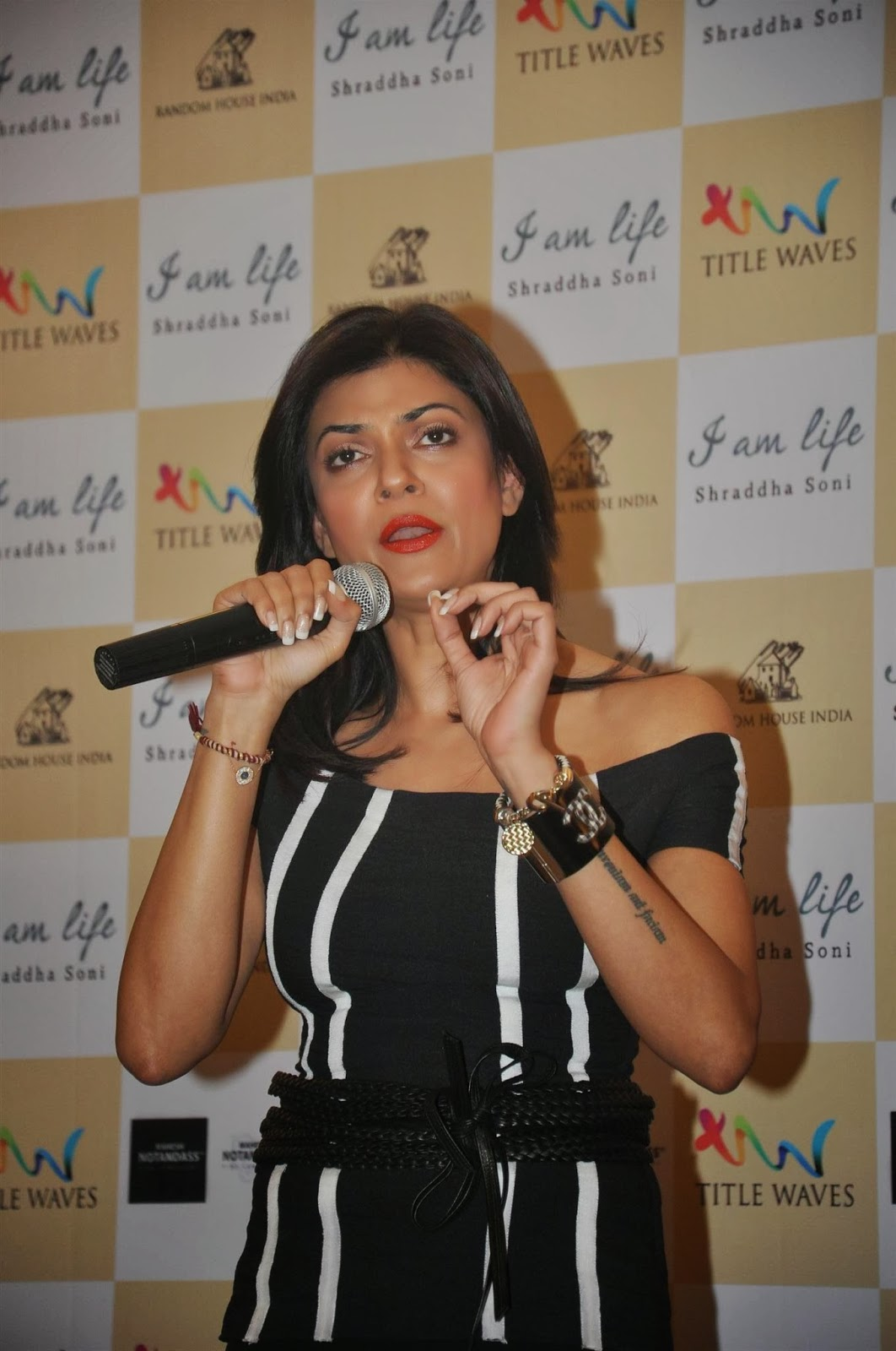 Actress Sushmita Sen launches Shraddha Soni's book 'I am Life'
