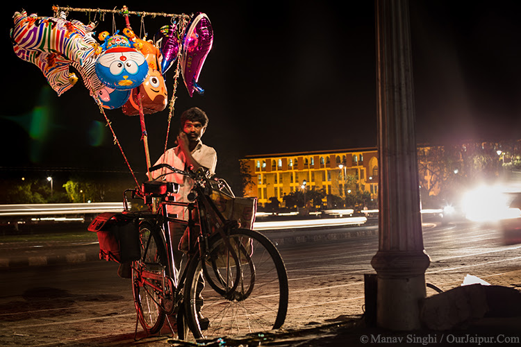 Light Trails with a Balloon seller at Statue Circle, Jaipur. took this Shot on 24-March-2015.