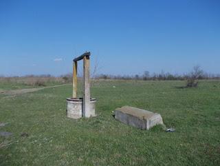 Fântână pe camp, în Oltenia de sud-est – dezafectată