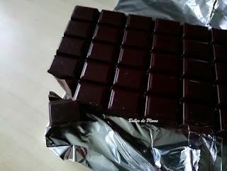 Bulles de Plume - test et avis du chocolat Nestlé Dessert Noir Absolu