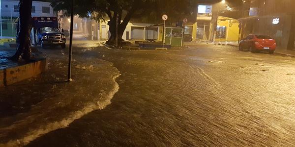 Campo Formoso que passou por alguns dias de muito calor, na noite da última quinta-feira (08), foi agraciada com mais de 99mm (noventa e nove milímetros) de chuvas.