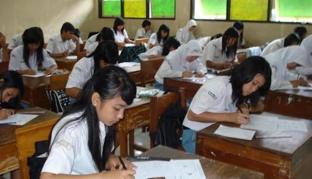 siswa mengikuti UN