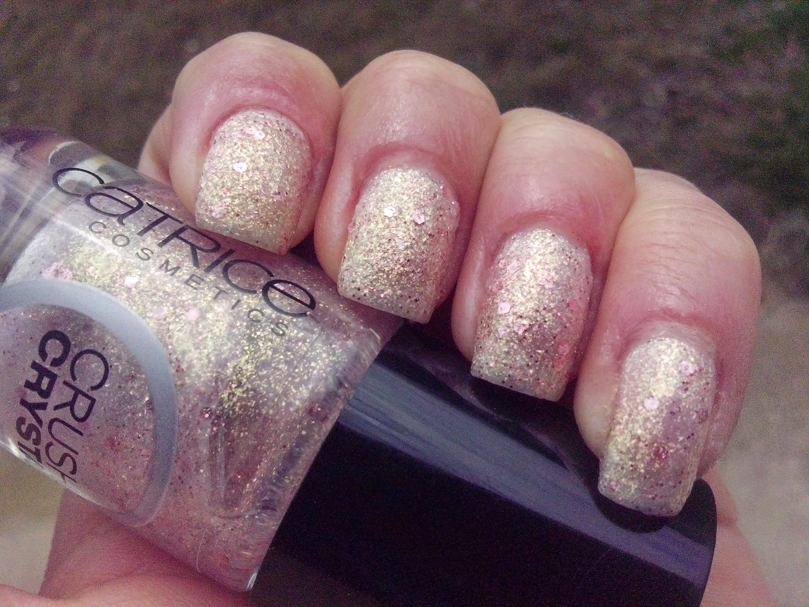 catrice-crushed-crystal-oyster-and-champagne-swatch-picture