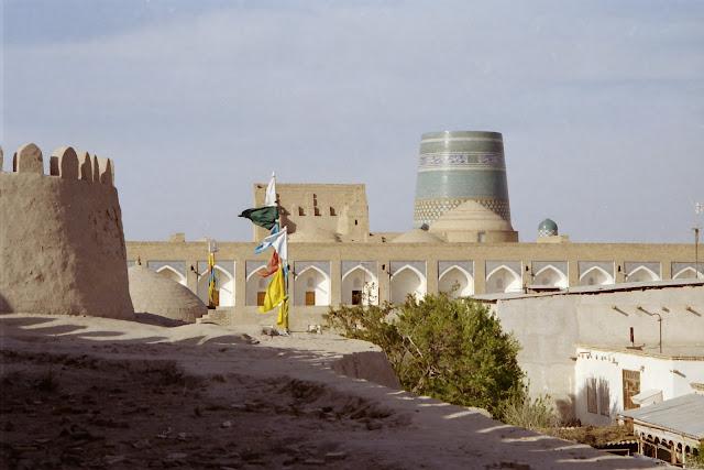 Ouzbékistan, Khiva, Kalta Minor, Mohammed Amin Khan, médersa, drapeau de prières, © L. Gigout, 2012