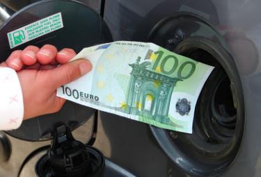 Friuli: benzina, partono i nuovi sconti Il prezzo più basso sul telefonino