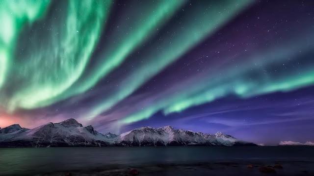 Pergi ke kutub utara dan laut Aurora Borealis
