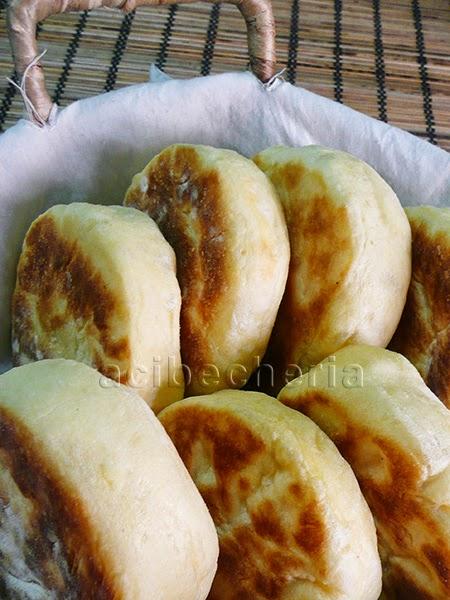 English muffins, deliciosos panecillos en sartén para comer recién hechos.
