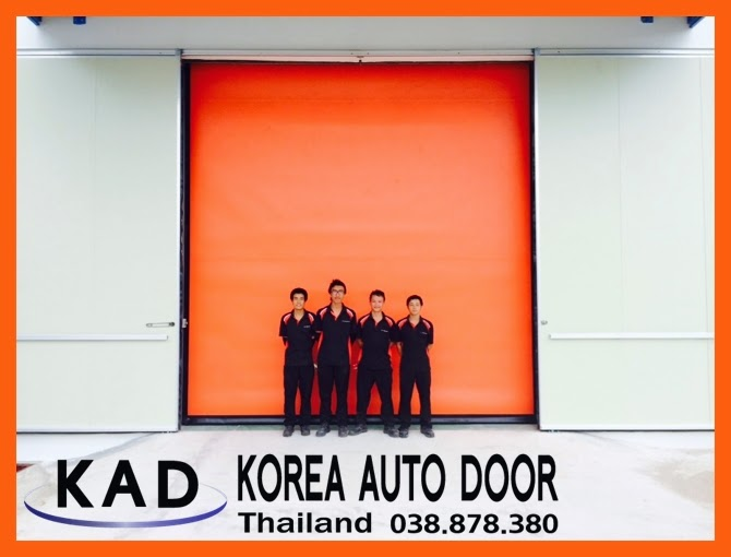 A picture of big high speed doors installed in a factory.