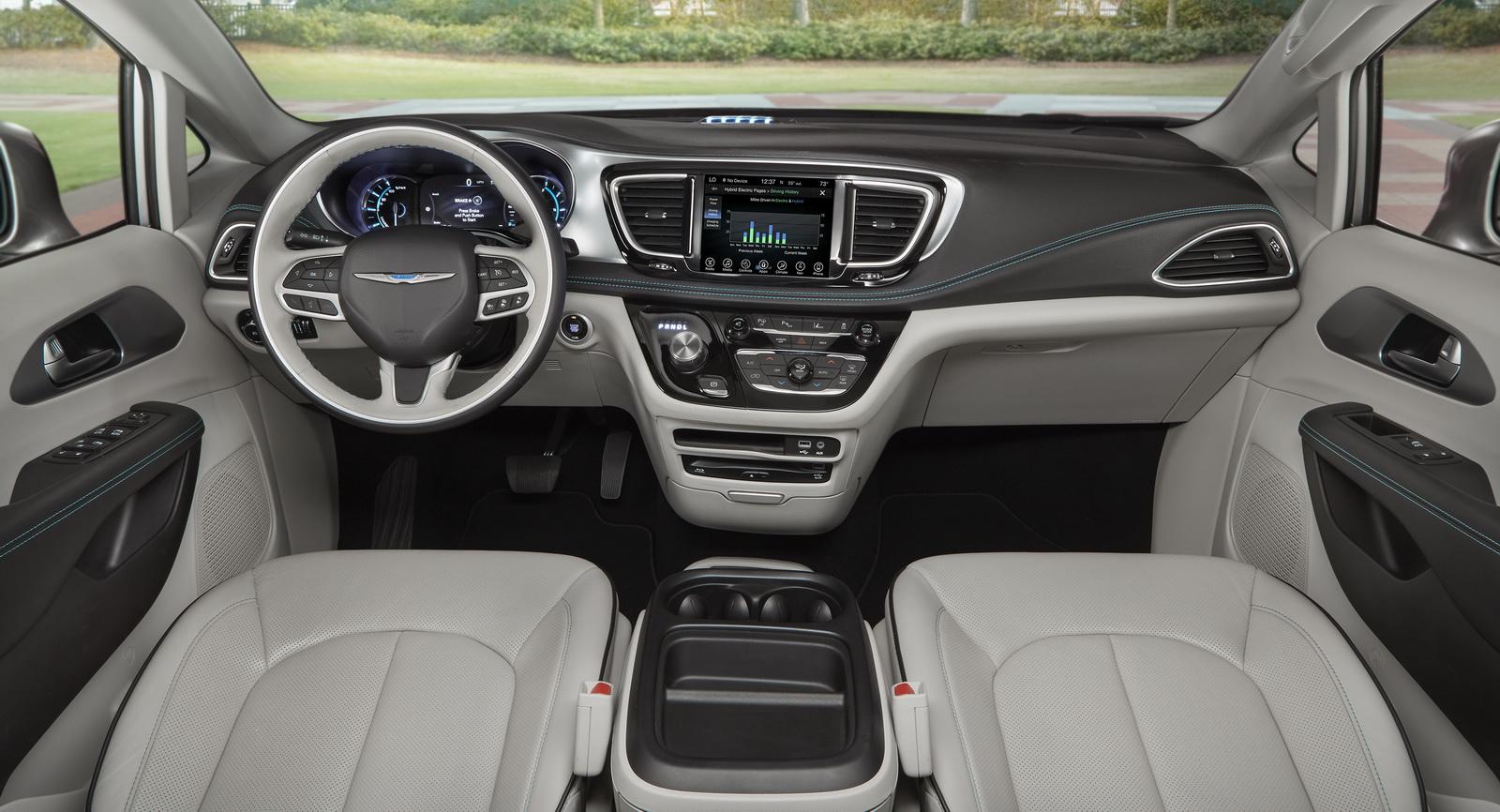 Chrysler Details 2017 Pacifica Hybrid Minivan, Gets Remote