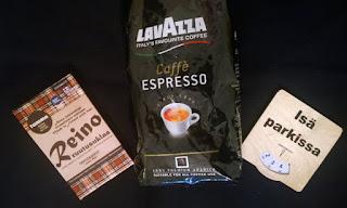 Saippuakuplia olohuoneessa- blogi, kuva Hanna Poikkilehto, Lavazza kahvi, espresso, reino suklaa, parkkikiekko