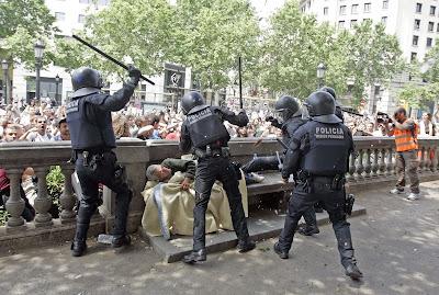 Resultat d'imatges de violencia policial plaza cataluña