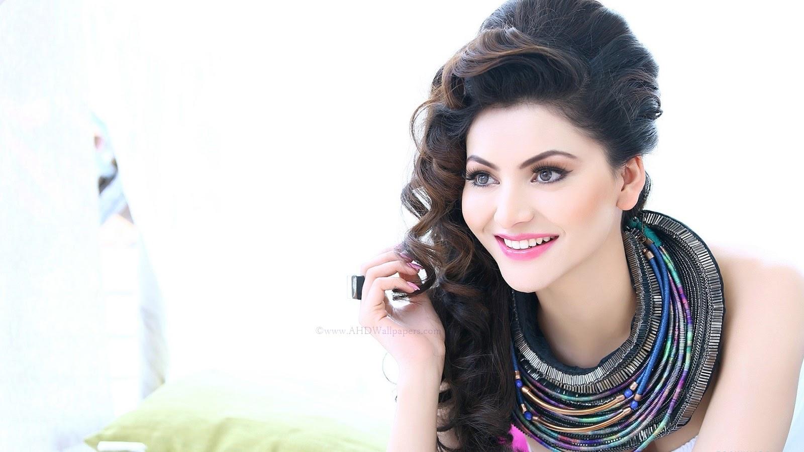 A HD Wallpapers: Bollywood Actress Urvashi Rautela Hot HD ...