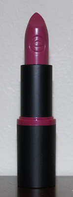 essence longlasting lipstick in 09 wear berries!