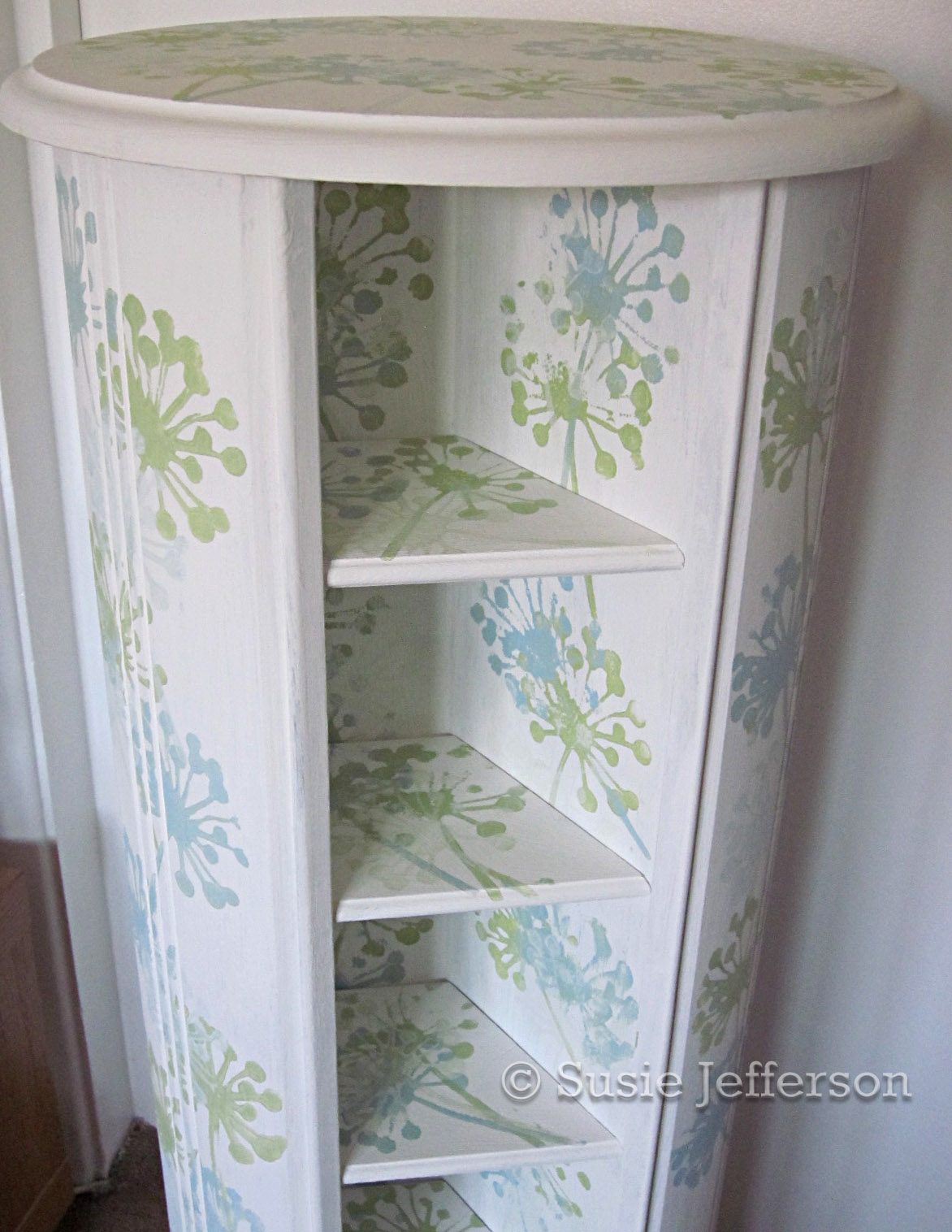 SHABBY CHIC PAINTED WOODEN CRAFT or CD STORAGE SPINNER