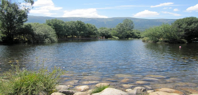 Vacaciones diferentes recorre el valle del lozoya en for Rascafria madrid piscinas naturales