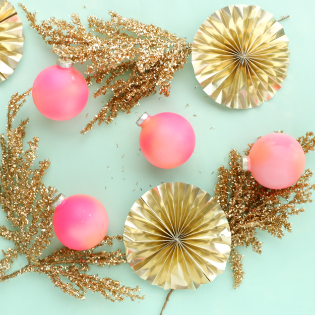 DIY Gradient ombre ornaments using spray paint - diy holiday decorations - Christmas decorations - colorful Christmas ornaments - DIY decorations - DIY ornaments