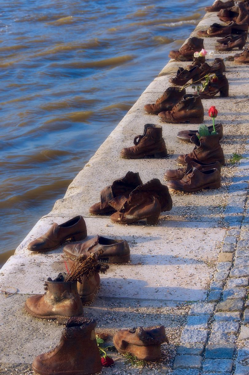 shoes memorial budapest, shoes in budapest, shoes on the danube, shoes in budapest, the shoes on the danube bank, shoes on the danube bank, shoes memorial budapest