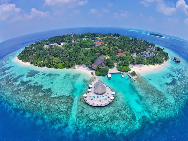 Bokning till Maldiverna och Bali pågår