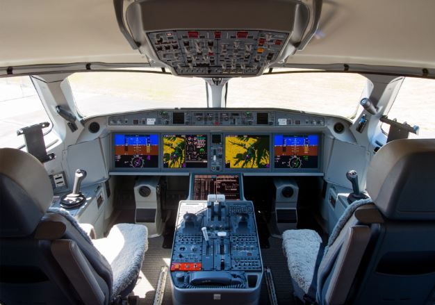 Airbus A220-300 cockpit
