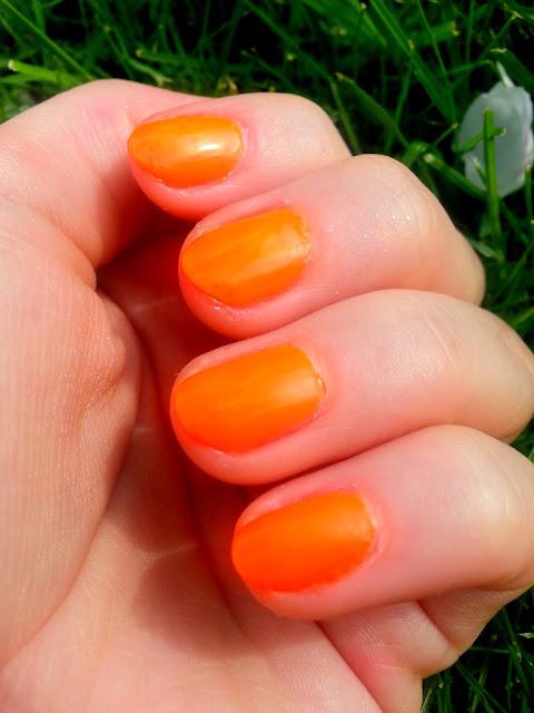 pomaranczowy lakier