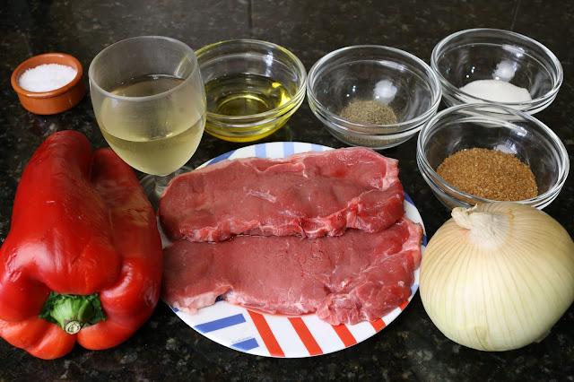 Ingredientes para lomo de ternera con cebolla y pimiento caramelizados