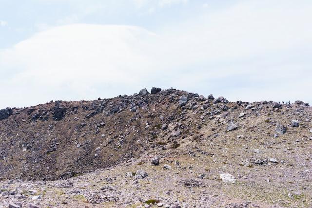 那須岳(茶臼岳)頂上付近の景色